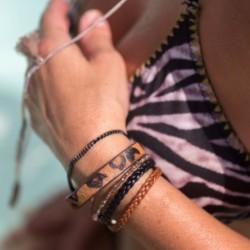 Bracelet manchette aimanté...