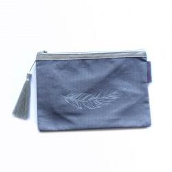 Pochette gris clair, plume argent
